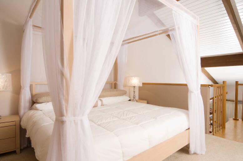 Un letto a baldacchino per un caldo abbraccio di intimit casa - Parti di un letto ...