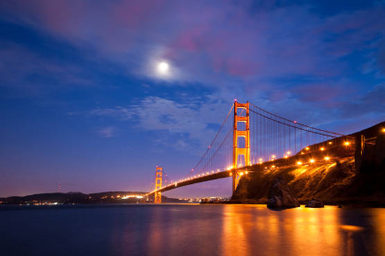 In battello di sera nella San Francisco Bay, sotto il Golden Gate e le sue mille luci