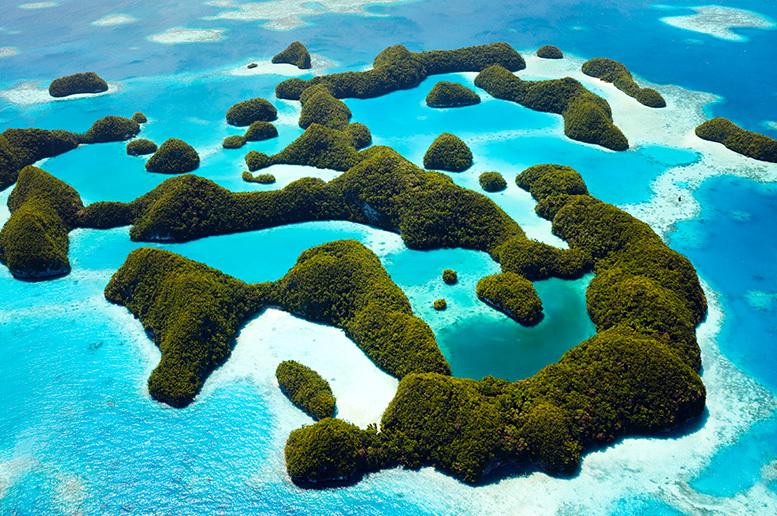 In kayak, su un mare cristallino e tra le incredibili rocce delle Rock Islands